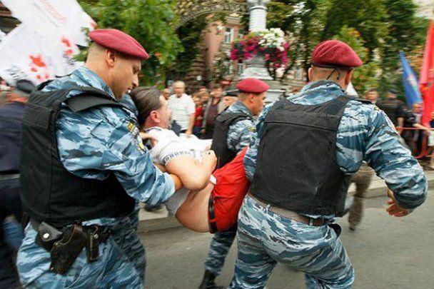 """""""Беркут"""" разогнал сторонников Тимошенко в Киеве"""