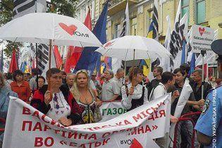 К Печерскому суду пришли сотни сторонников и противников Тимошенко