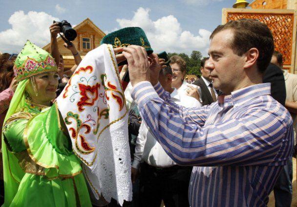 Медведев танцевал под Gogol Bordello на рок-фестивале