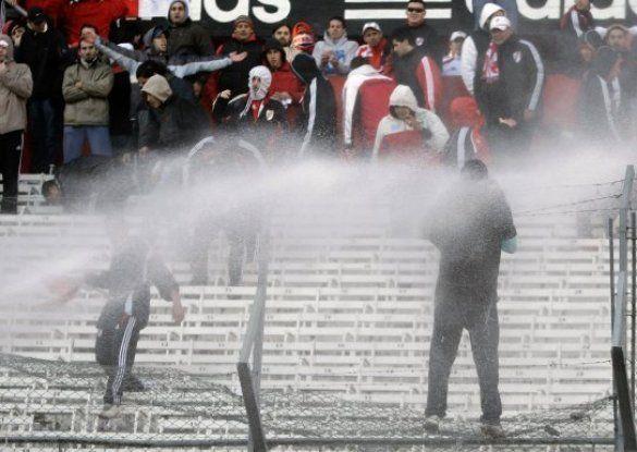 В Аргентині футбольні фанати спровокували масові безлади (відео)_5