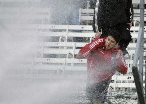 В Аргентине футбольные фанаты спровоцировали массовые беспорядки (фото)