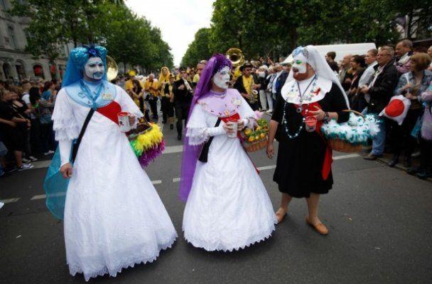 """Гей-парад у Берліні з елементами """"садо-мазо"""" очолив правлячий бургомістр"""