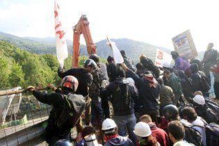 Близько 200 поліцейських поранені в зіткненнях на півночі Італії