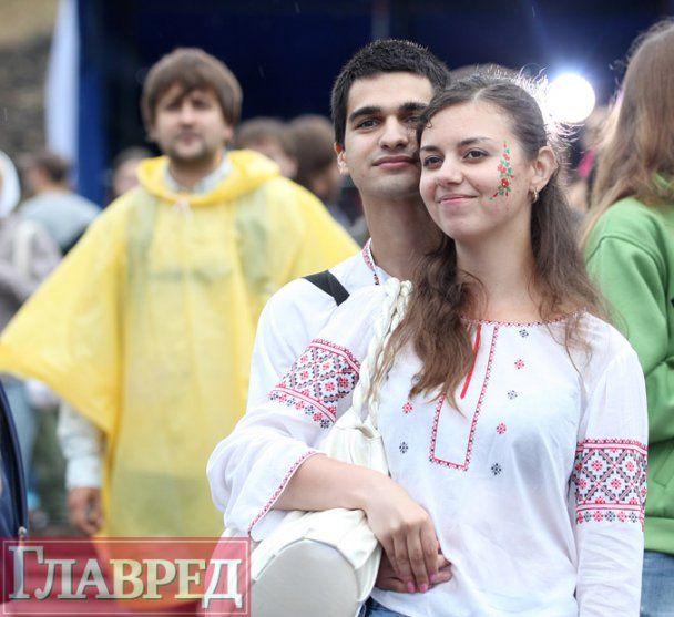 """Етнічний фестиваль """"Країна мрій"""" в Києві залило дощем"""