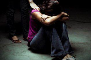 На Донеччині двоє братів накурили і зґвалтували 13-річну школярку