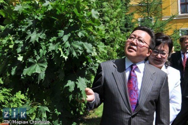 Президент Монголии воспитывает 28 детей