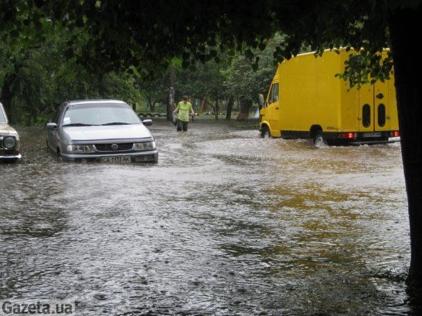 Сильні дощі затопили Черкаси