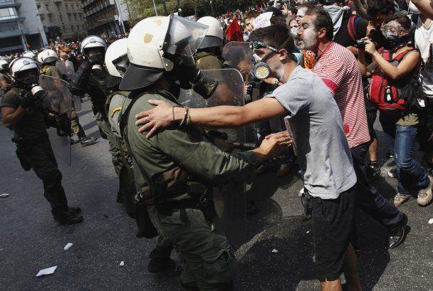 Парламент Греции одобрил антикризисный план