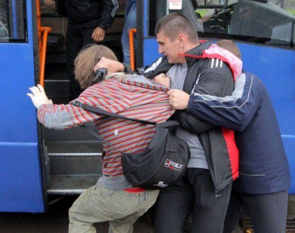 """В Минске прошла акция протеста, задержаны более 100 """"молчаливых"""" оппозиционеров"""