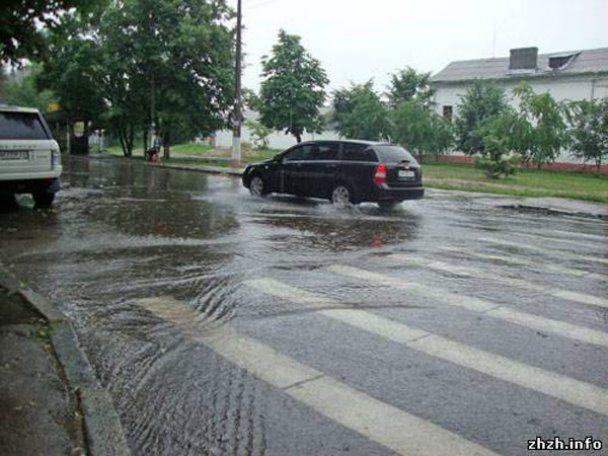 Через сильні зливи Житомир пішов під воду