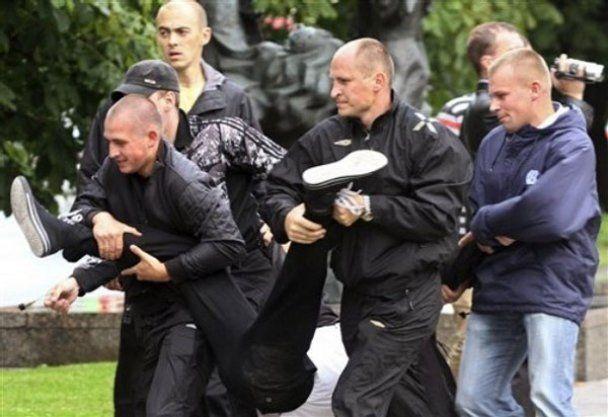 """В Беларуси """"революцию"""" блокируют через социальные сети"""