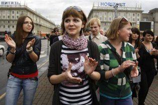Белорусская милиция позволила минчанам аплодировать