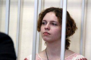 Судья Тимошенко освободил девушку, которая жарила яичницу на Вечном огне