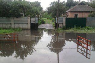 Сильные ливни в Украине оставили без света более 100 населенных пунктов