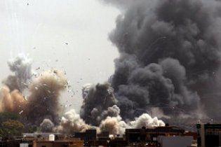 НАТО завдало три авіаудари по місцях, де пройшла масова акція на підтримку Каддафі