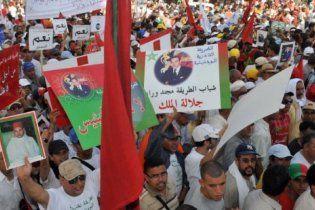 В Марокко тысячи людей требуют реформ