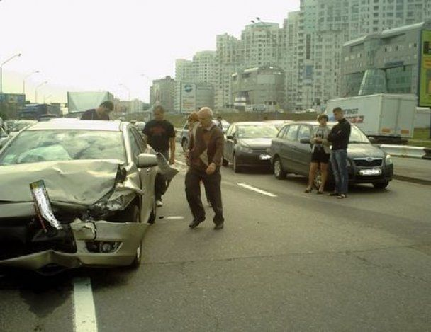 У Києві сталася масштабна ДТП за участі п'яти машин