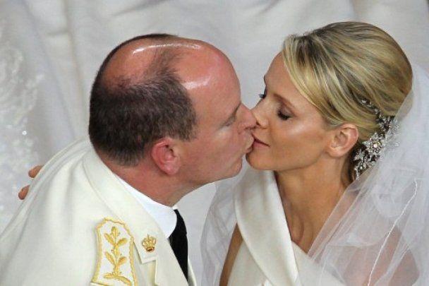 Дружина князя Монако заборонила чоловікові бачитися з колишніми коханками