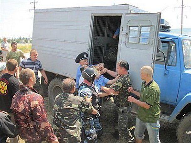 Кривава бійка у Криму: спецназ розігнав кийками російських козаків