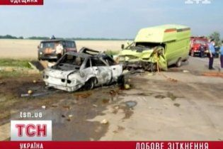 В страшной аварии легкового авто и маршрутки на Одесчине сгорела вся семья