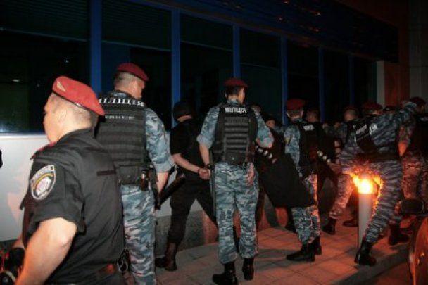 """""""Беркут"""" взяв під контроль завод Nemiroff: затримано 15 осіб"""