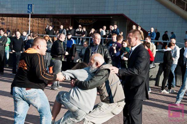 """У Білорусі затримали близько 1800 учасників """"мовчазних"""" протестів"""