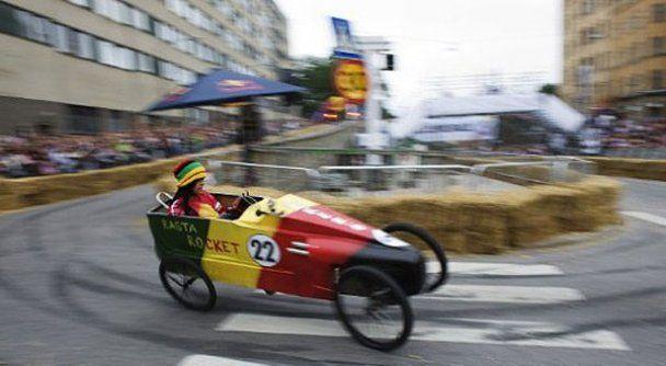 """В Стокгольме провели гонки на """"мыльницах"""""""