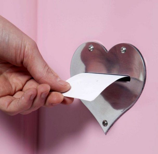 В Британии начали устанавливать автоматы, которые заключают браки