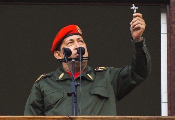 Уго Чавес заспівав гімн Венесуели з балкона президентського палацу
