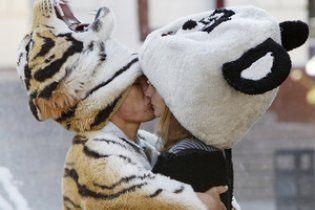 Весь мир отмечает день поцелуев