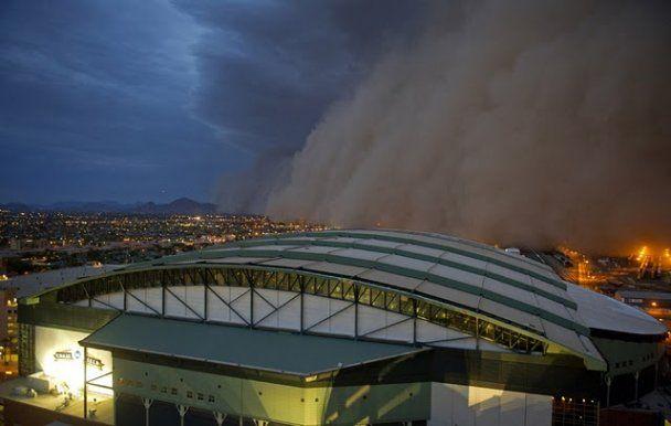 У штаті Арізона ціле місто накрила гігантська піщана буря