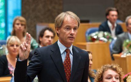 Нідерландський депутат возив із собою масовку росіян для агітації проти угоди Україна-ЄС – NYT