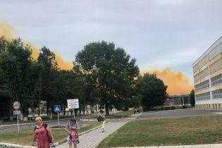 Вблизи Ровно на заводе произошел взрыв, на город движется желтая туча