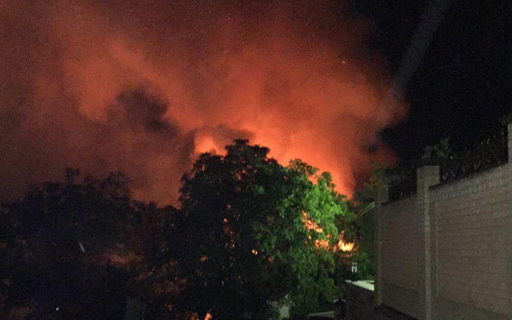 Зарево от огня видно по всей округе. / © ТСН.ua