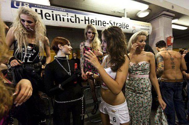 В берлинской подземке провели показ стрит-фешн