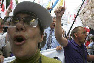 """""""Батьківщина"""" заявила, що міліція використала проти мітингувальників газ"""