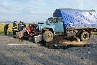 В столкновении грузовика и легковушки на Ивано-Франковщине погибли 6 человек