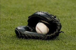 Папаша уронил младенца в погоне за бейсбольным мячом