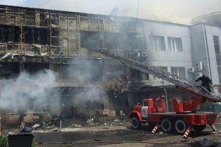 У Макіївці згорів триповерховий торговий центр