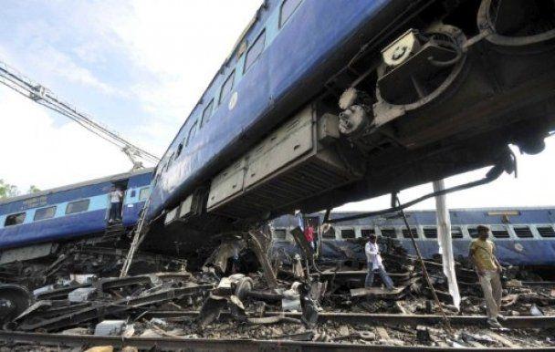 В Індії зійшов з рейок потяг: 53  загиблих, 250 поранених