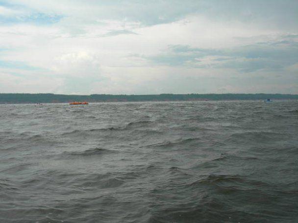 Теплохід на Волзі затонув під час грози: зникли безвісти понад 100 людей