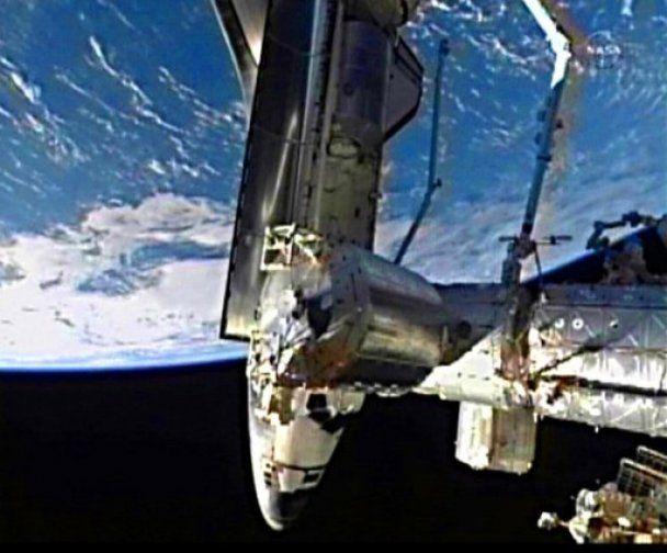 Останній в історії американський шатл Atlantis пристикувався до МКС