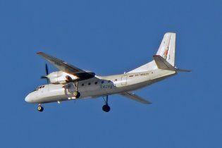 У Росії спалахнув і аварійно приземлився на воду літак Ан-24, є жертви