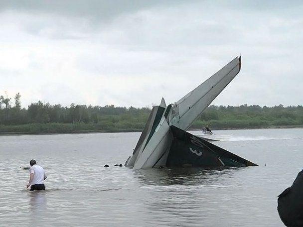 Число жертв крушения самолета Ан-24 в России возросло до 7 человек