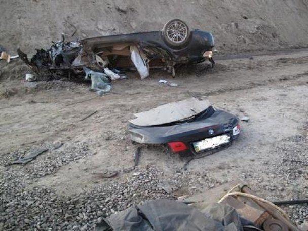 ДТП в Киеве: кабриолет BMW влетел в котлован, есть жертвы