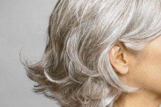 Американська компанія звільнила співробітницю за сиве волосся