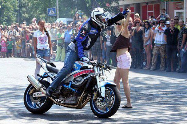 Зять Тимошенко развлекал байкеров на фестивале в Ужгороде