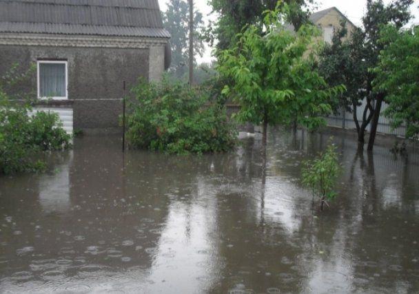 Сильна злива у Києві затопила приватний сектор