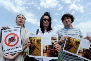 Грузинські газети вийшли з чорними квадратами замість фото чиновників