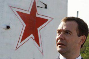 Медведев рассказал, что его трудовая биография началась с профессии дворника